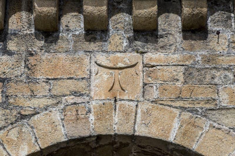 Szczegół przecinający tau templariusz w Ponferrada kasztelu fotografia stock