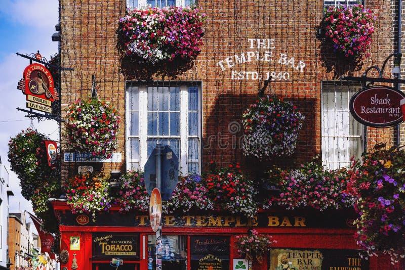 szczegół puby i ulicy w świątyni Zakazujemy okręgu w Dublin, Irlandia obrazy stock