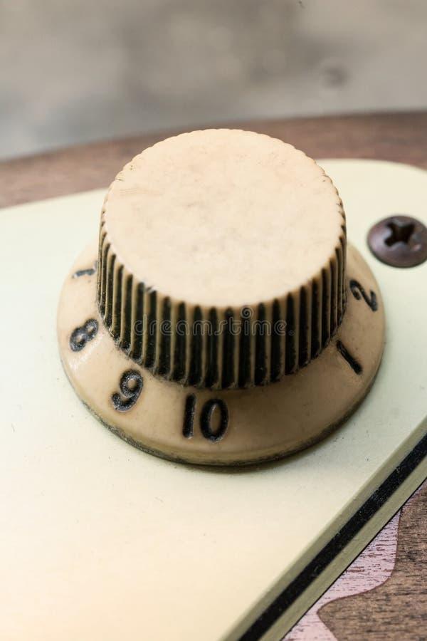 Szczegół rocznik gitary elektrycznej gałeczka zdjęcie royalty free