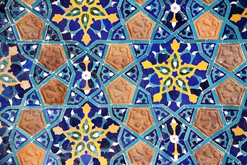 Szczegół stara mozaiki ściana z tradycyjnym georgian kwiecistym wzorem zdjęcia stock