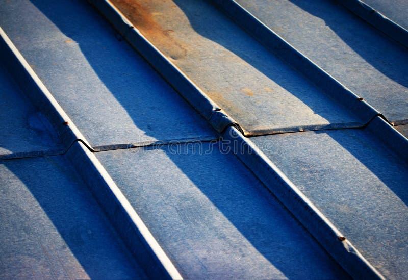 Szczegół stary galwanizujący metalu dach zdjęcie royalty free