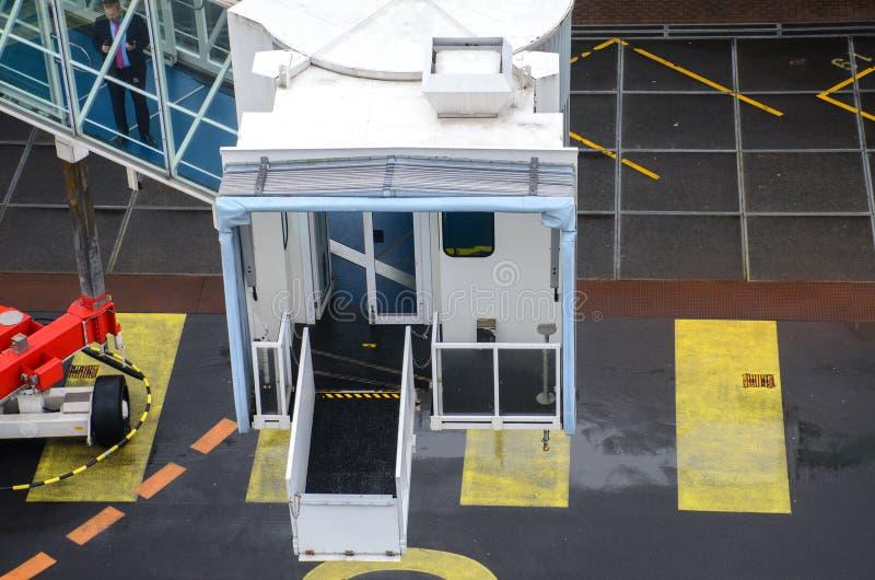 Szczegół stawia w miejsce na statku wycieczkowym ampuła zakrywał gangplank obraz royalty free
