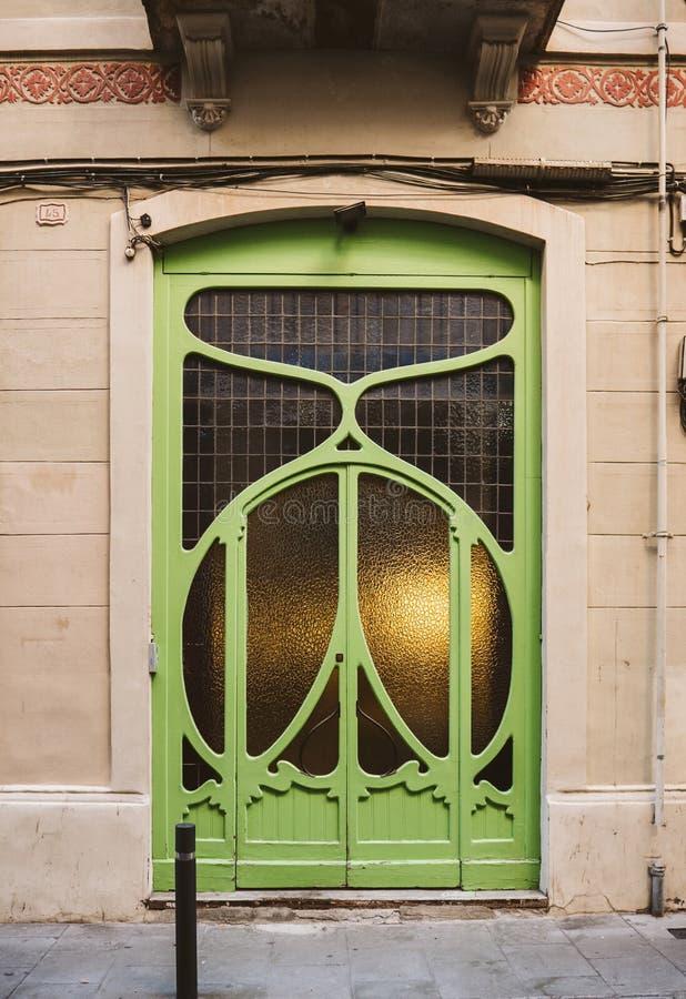 Szczegół sztuki drzwi w Barcelona frontowym widoku obraz stock