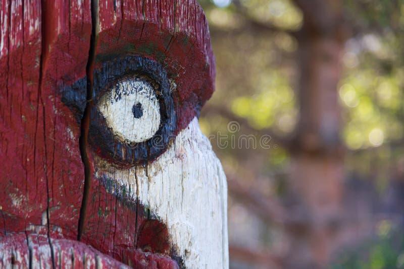 Szczegół totemu słupa pozycja w dziedzictwo parku, Peachland, kolumbia brytyjska, Kanada zdjęcia royalty free