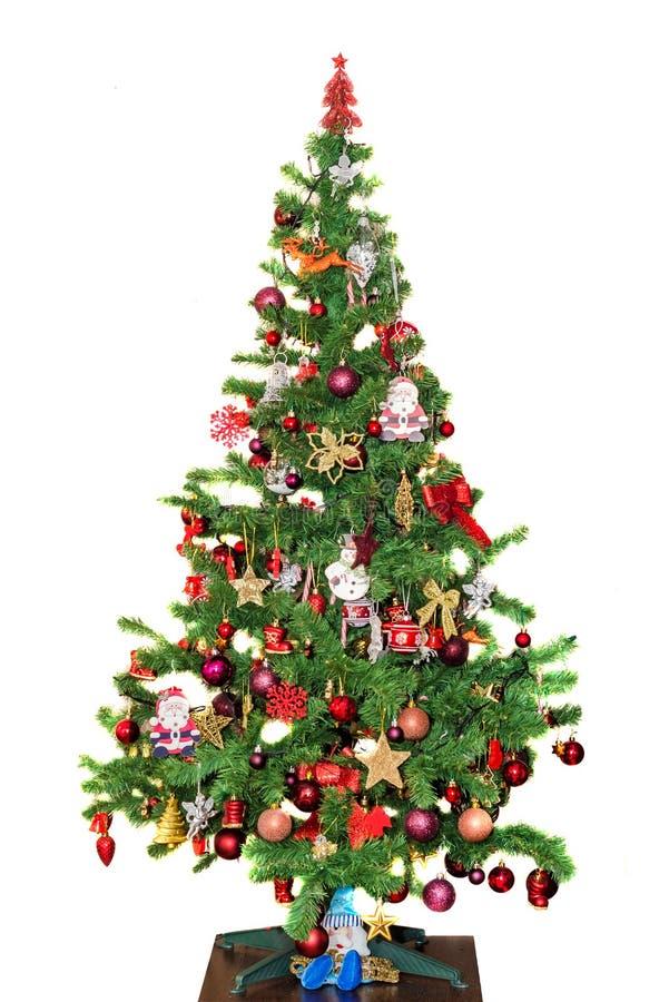 Szczegół zielony Bożenarodzeniowy drzewo z barwionymi ornamentami, kule ziemskie, gwiazdy, Święty Mikołaj, bałwan (Chrismas) obrazy stock
