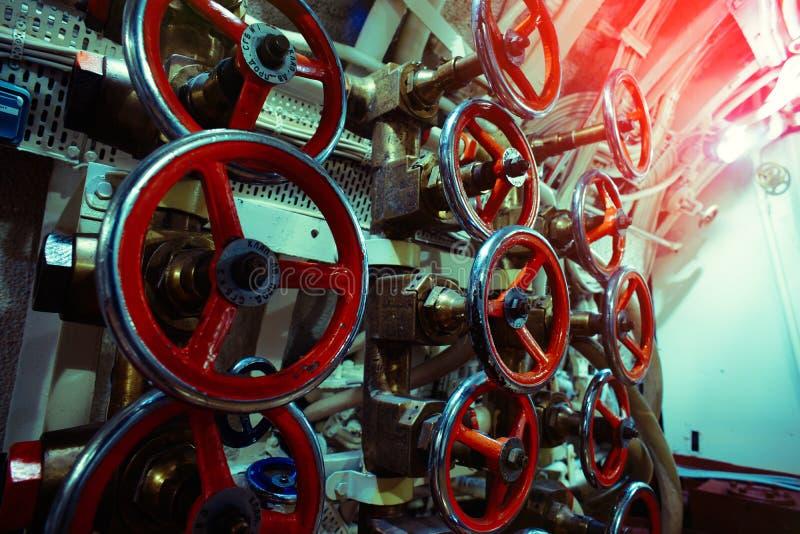 Szczegółowy widok klapy i drymby w starej łodzi podwodnej zdjęcie royalty free