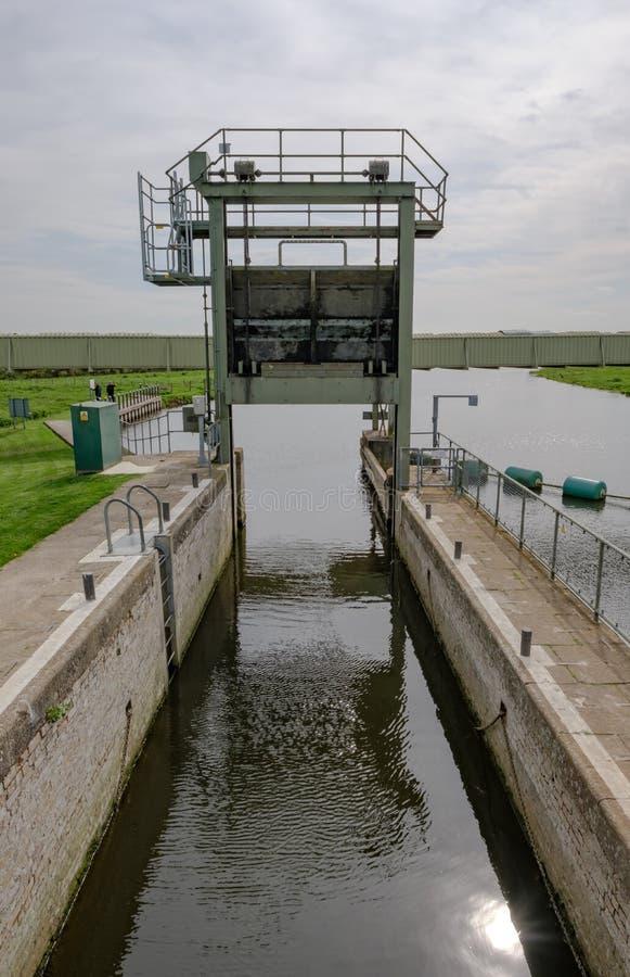 Szczegółowy widok rzeczny kędziorka system używać kanałem i narrowboats zdjęcia stock