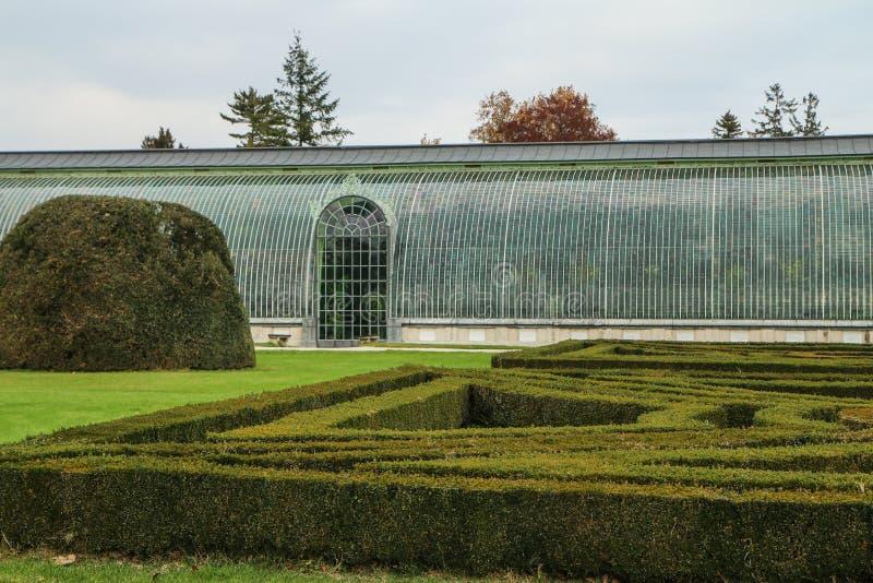 Szczegółu obrazek żywy ogrodzenie z szkło domem obraz stock