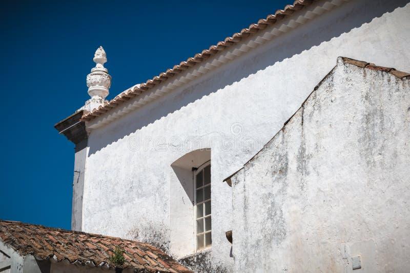 Szczegóły architektoniczne Kościoła Matki Bożej Grace w Moncarapacho, Portugalia fotografia stock