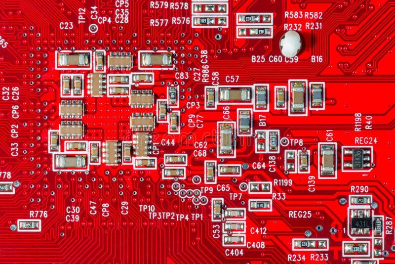 Szczegóły dotyczące obwodów elektronicznych i układów scalonych na komputerowej karcie graficznej zdjęcia royalty free