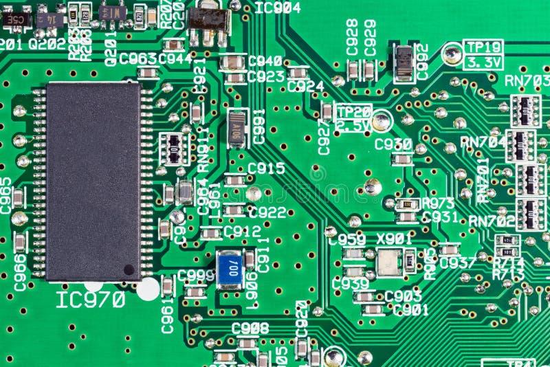 Szczegóły dotyczące obwodów elektronicznych i układów scalonych na komputerze osobistym CD-ROM obrazy royalty free