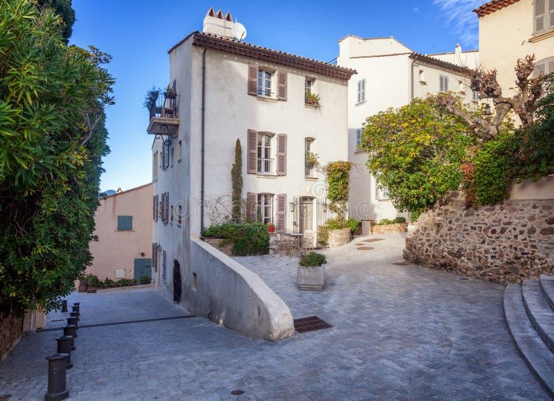 Szczegóły francuza Provencal architektura, wąskie ulicy w Sain zdjęcia royalty free