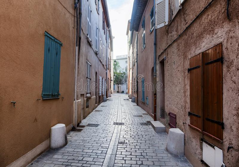 Szczegóły francuza Provencal architektura, wąskie ulicy w Sain zdjęcie royalty free