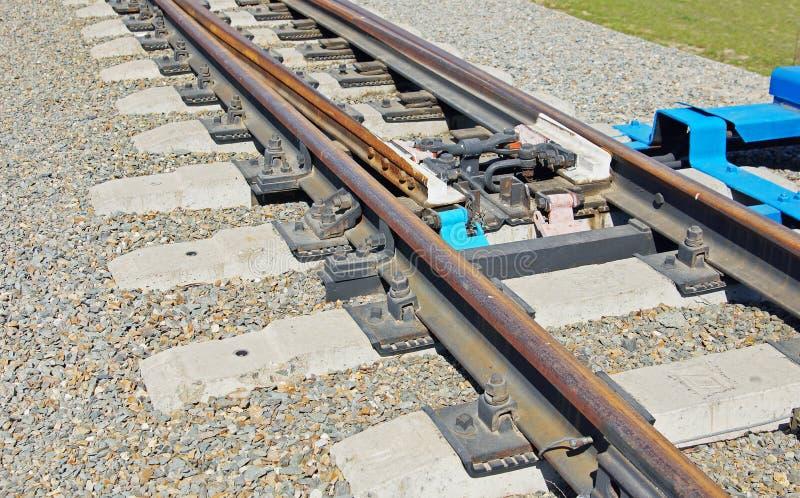 Download Szczegóły Kolejowa Bifurkacja Na żwiru Kopu Zdjęcie Stock - Obraz złożonej z plenerowy, pusty: 53780538