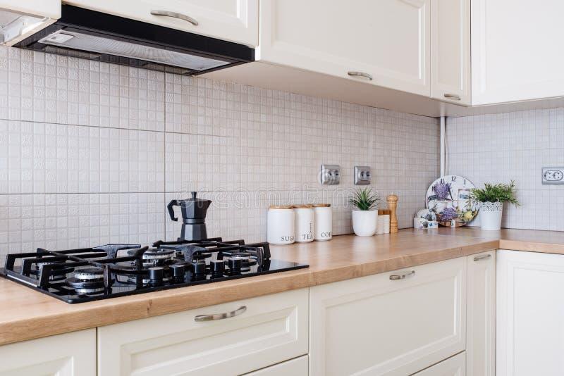 Szczegóły kuchenny wnętrze w nowym luksusu domu, mieszkaniowa dekoracja fotografia royalty free