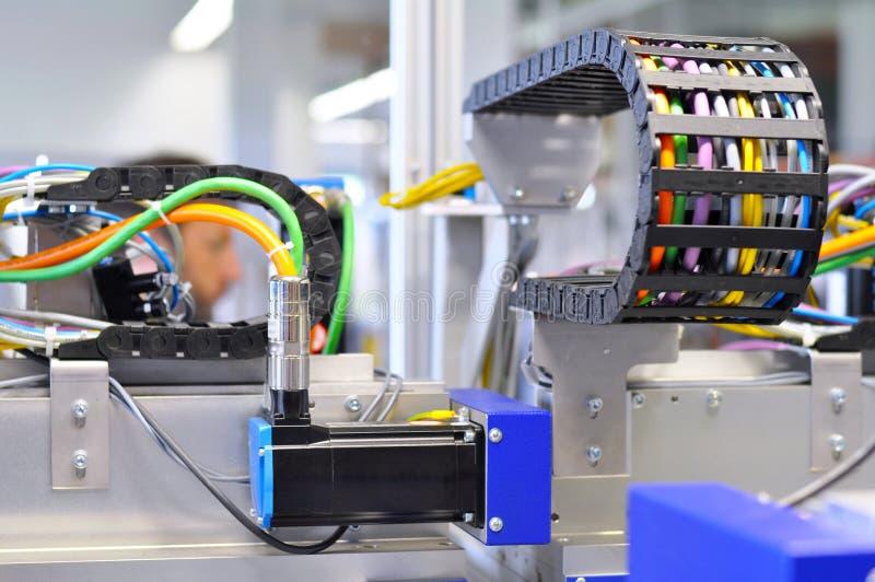 Szczegóły maszyna z pneumatycznymi liniami w przemysłowym producti zdjęcie stock