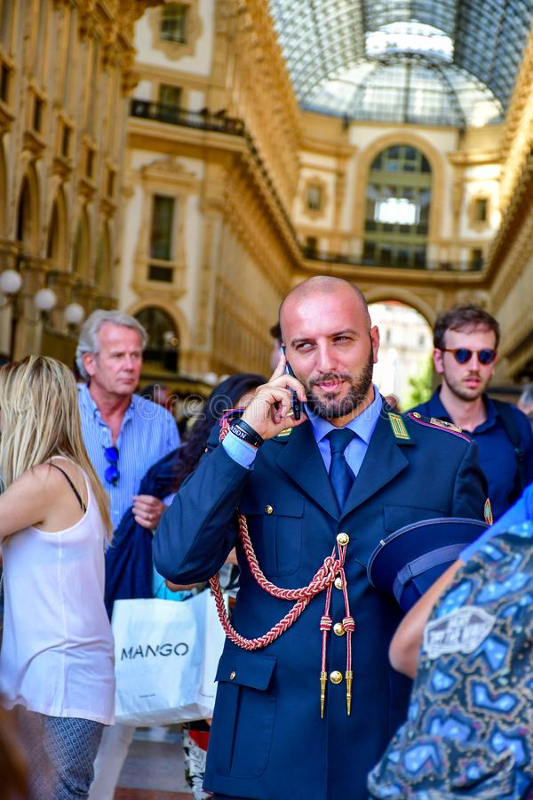 Szczegóły Włochy Przystojny włoski policjant obraz stock