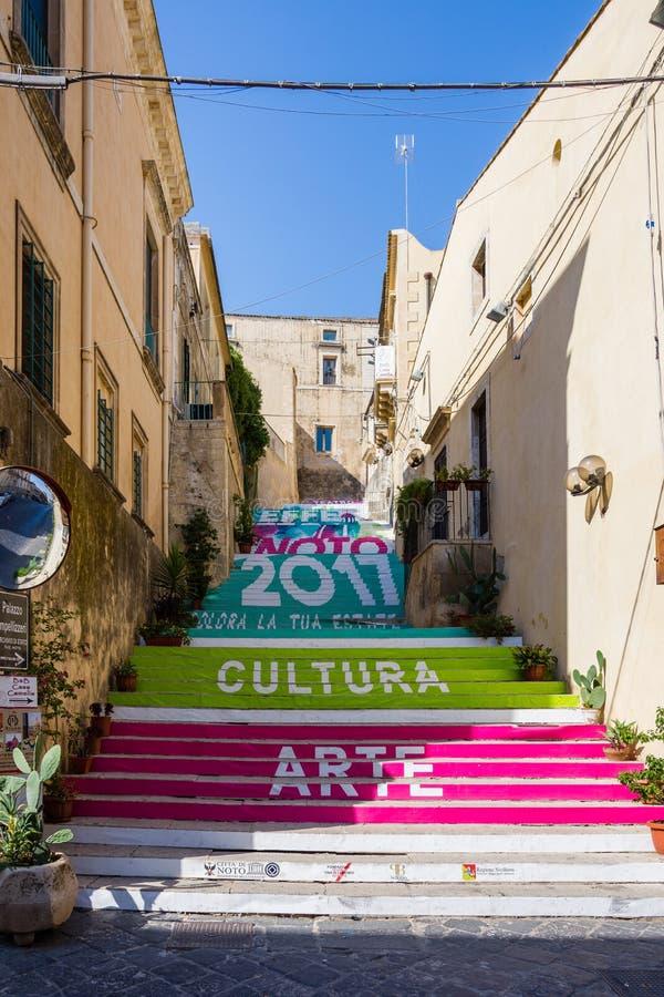 Szczególny schody malujący w Noto, Sicily fotografia royalty free