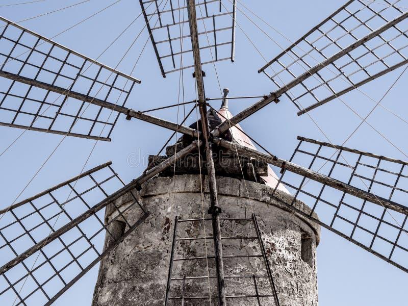 Szczególny zakończenie strzał stary wiatraczek lokalizować w solankowych nieckach fotografia royalty free