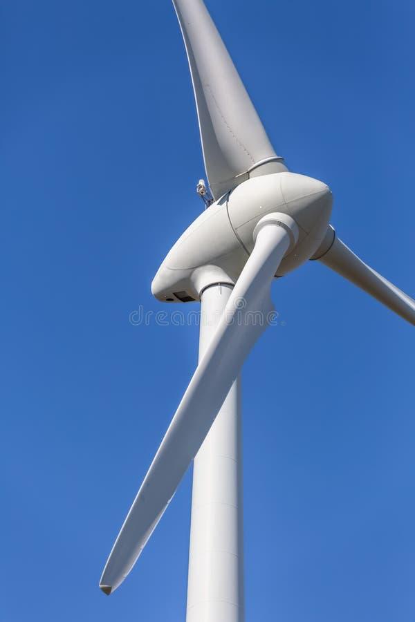Szczeg??owy zako?czenie w g?r? widoku silniki wiatrowi; generatoru, rotoru i ostrza widok, obraz stock