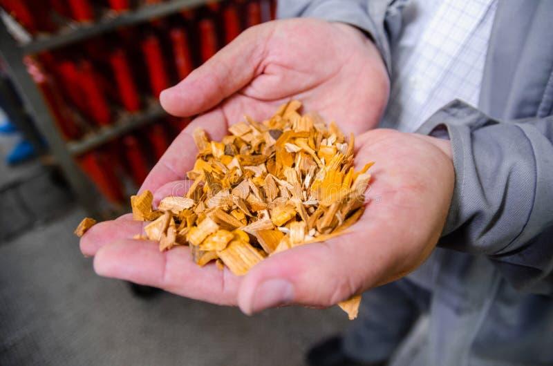 szczerbi się drewno Linia dla produkci uwędzeni bakalie W zdjęcia royalty free