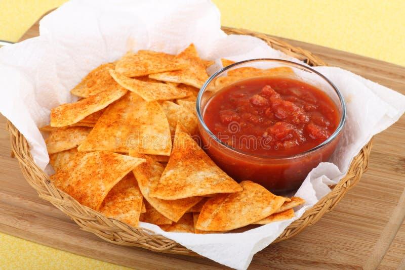 szczerbi się salsa tortilla fotografia stock