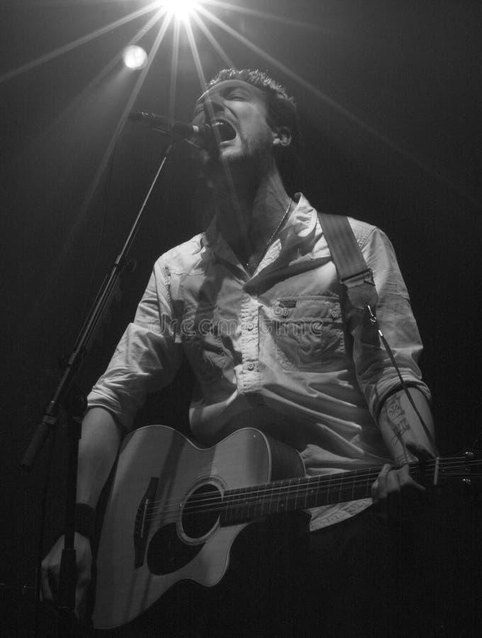 szczery gitarzysty piosenkarza zataczarz zdjęcie royalty free