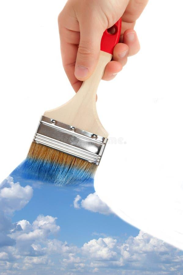 szczotkarska ręka maluje niebo zdjęcia stock
