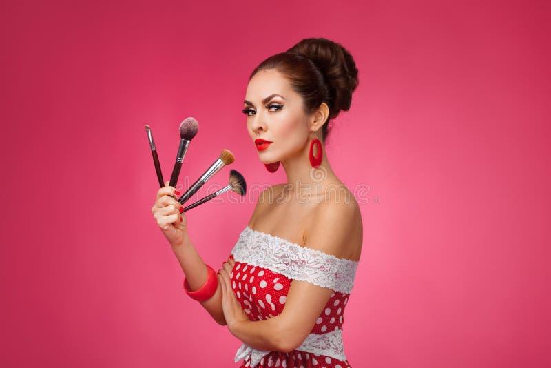 szczotkuje makeup kobiety Stoi obraz stock