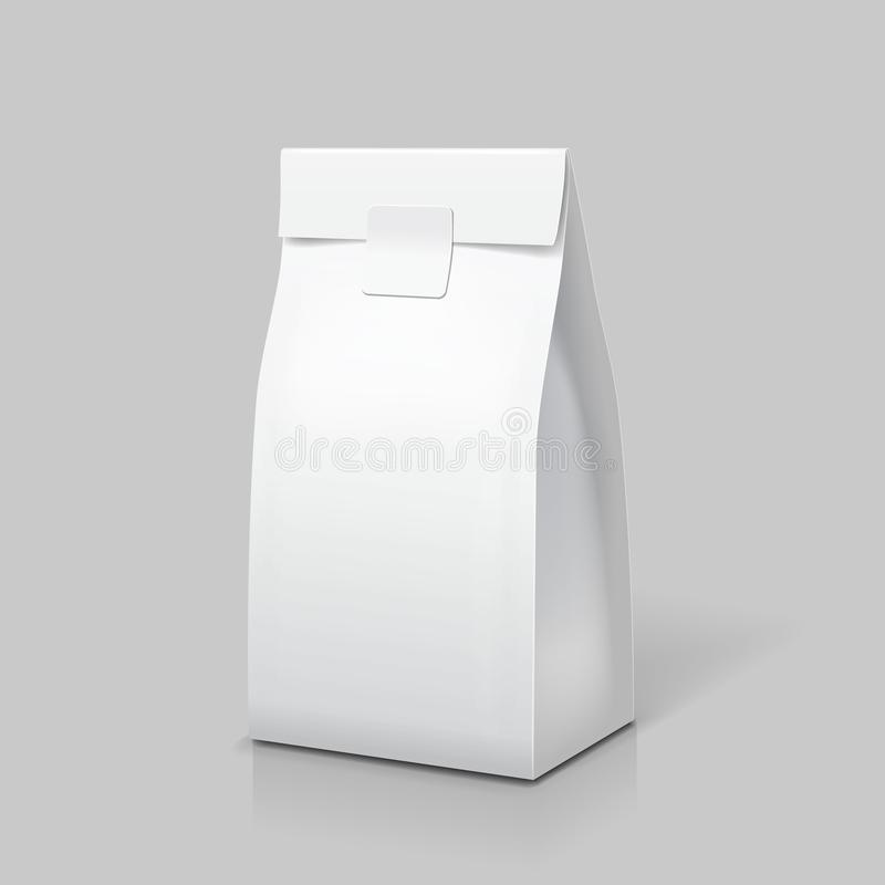 Szczupły papierowej torby pakunek Biała puste miejsce paczka dla jedzenia, herbaty, kawy lub przekąski, wektor royalty ilustracja