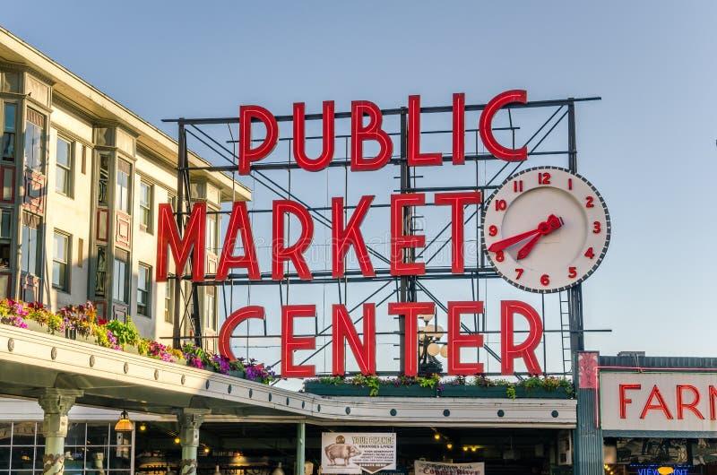 Szczupaka miejsca rynku Neonowy znak przy zmierzchem zdjęcie stock