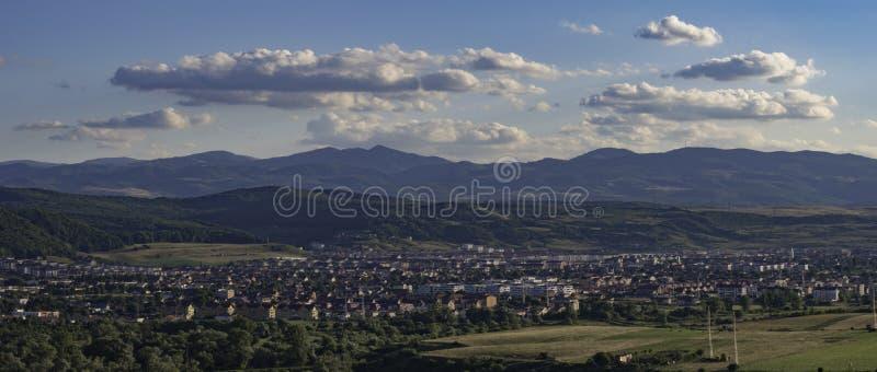 Szczytu widok nad Floresti miastem w Cluj okręgu administracyjnym, Rumunia fotografia stock