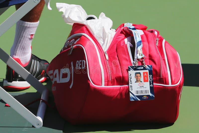 Sześć czasu wielkiego szlema mistrzów Novak Djokovic dostosowywał Kierowniczą tenisową torbę przy us open 2014 zdjęcie royalty free