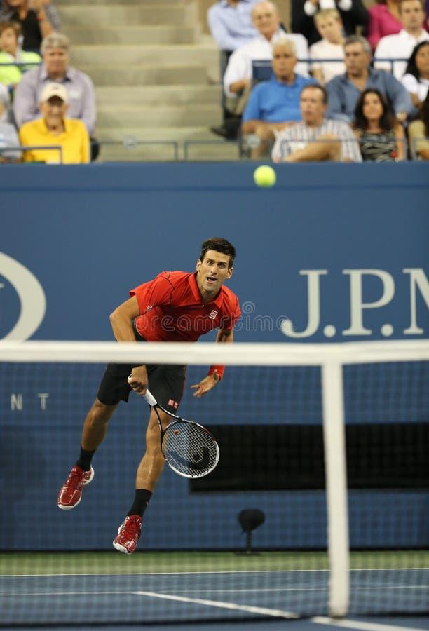 Sześć czasu wielkiego szlema mistrzów Novak Djokovic podczas pierwszy round przerzedże dopasowanie przy us open 2013 obraz royalty free