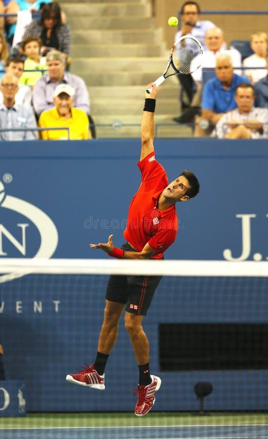 Sześć czasu wielkiego szlema mistrzów Novak Djokovic podczas pierwszy round przerzedże dopasowanie przy us open 2013 obrazy stock