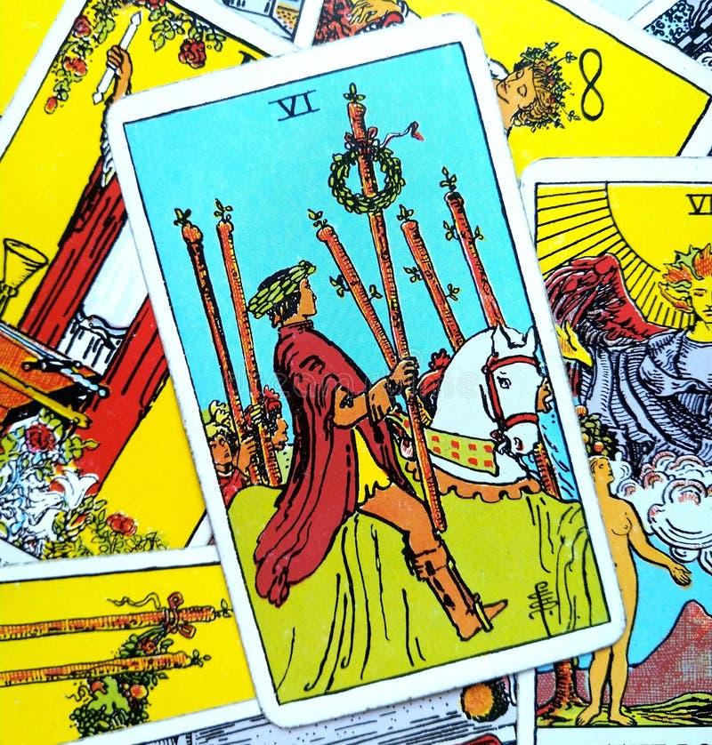 6 Sześć różdżki Tarot karty Tak sukcesu zwycięstwa Triumph nagroda za osiągnięcia Wygrywa Dużą wygranę ilustracja wektor