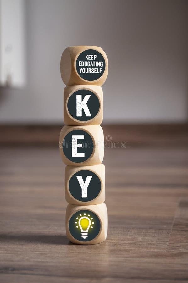 Sześcian kostki do gry z KLUCZOWYM Kepp ono Kształci zdjęcie stock