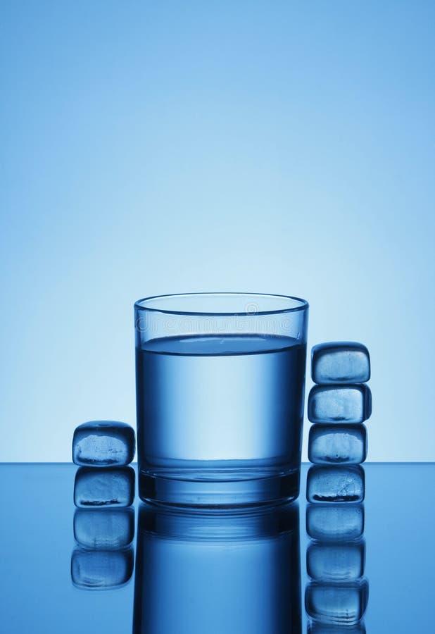 sześcian woda szklana lodowa obrazy royalty free