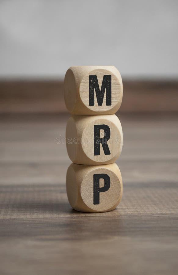 Sześciany i kostki do gry z MRP Materialnego wymagania planowaniem obrazy royalty free