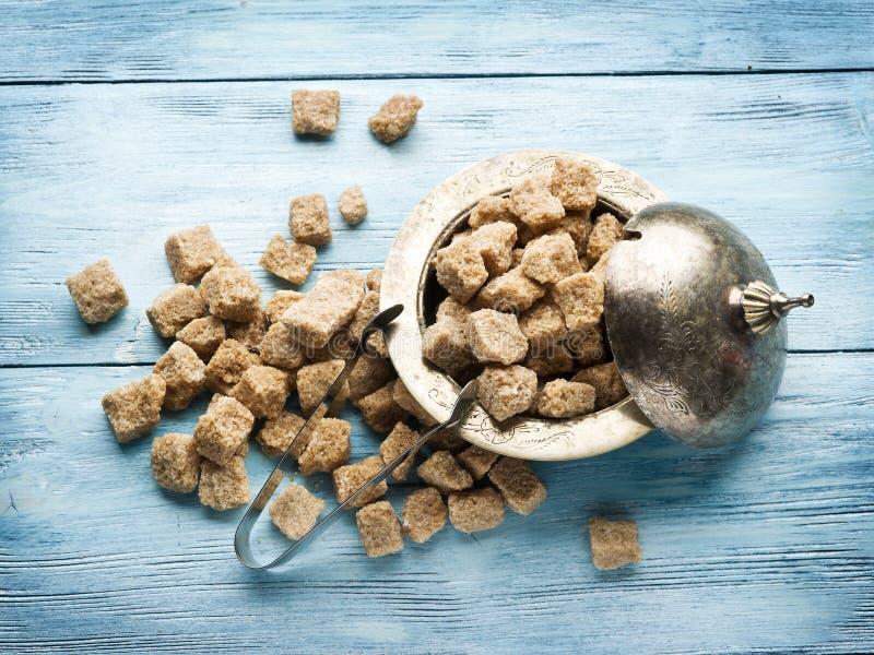 Sześciany trzcina cukier na drewnianym stole zdjęcia royalty free