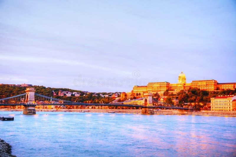 Szechenyi吊桥在布达佩斯,匈牙利 免版税库存图片