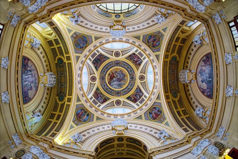 Szechenyi热量巴恩圆顶内部在布达佩斯,匈牙利 库存图片