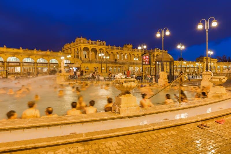 Szechnyi termisk badbrunnsort i den Budapest Ungern arkivfoton