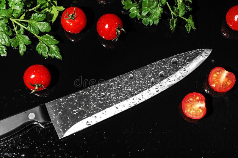Szefów kuchni produkty i nóż fotografia stock