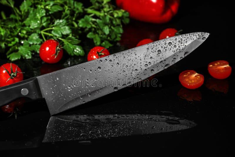 Szefów kuchni produkty i nóż zdjęcie royalty free