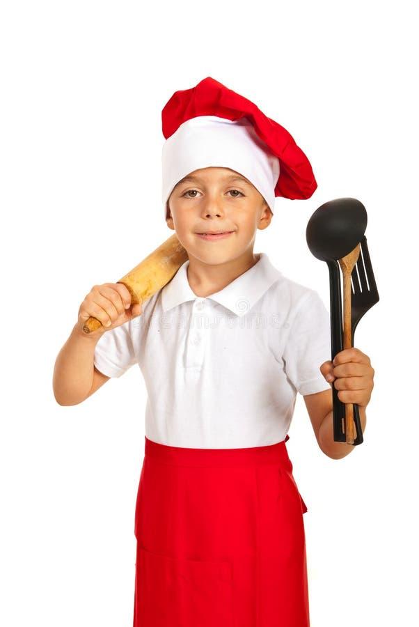 Szef kuchni chłopiec mienia kuchni naczynia zdjęcie royalty free