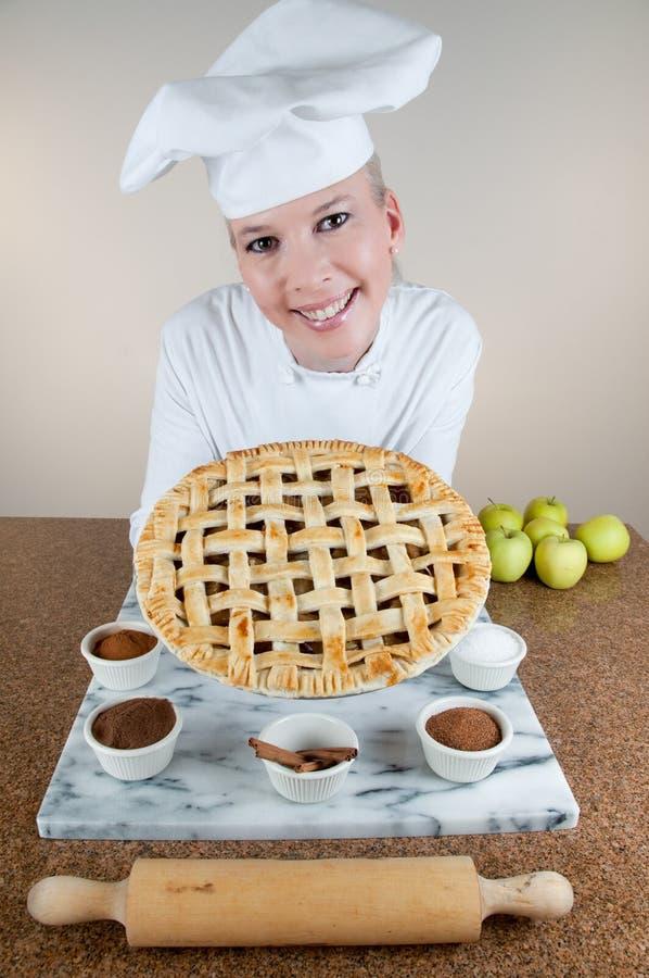 szef kuchni jabłczany kulebiak zdjęcie royalty free