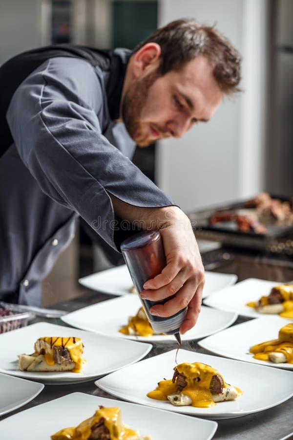 Szef kuchni kończy jego półkowego zdjęcie royalty free
