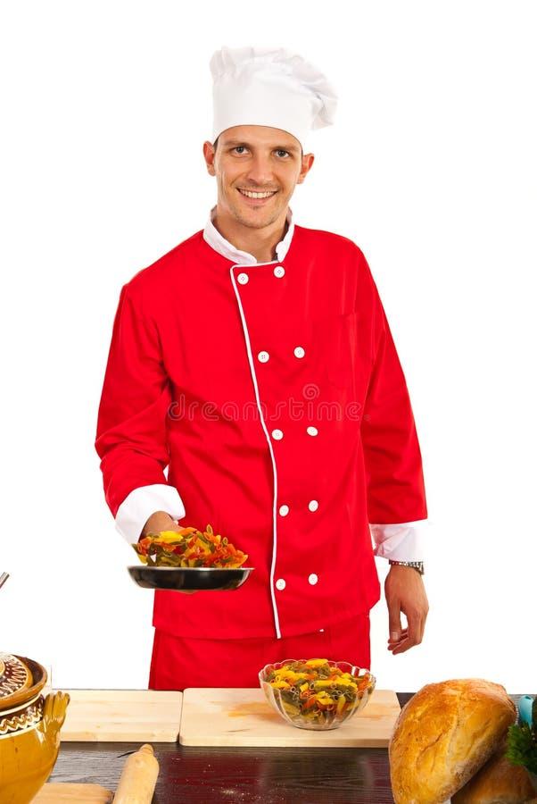 Szef kuchni przygotowywa makaron obrazy stock