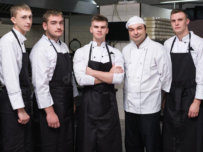Szef kuchni restauracyjnej pracy zespołowej fachowy personel fotografia stock